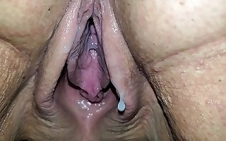 Closeup of wife dribble creampie from stranger
