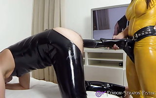 Mistress Angelina strapon fucks last through everywhere cock-Dildo