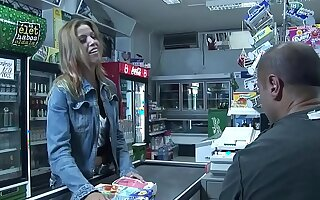 Priscilla gives a customer a blow job winning CA who doesn't know how to pay